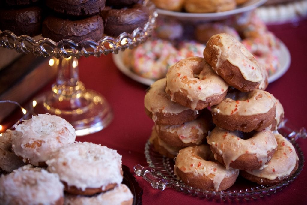 Wedding donuts, wedding on a budget, Tulsa wedding deserts, wedding photography Tulsa